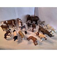 Фигурки  животных Schleich(Шляйх,Германия)одним лотом(лот из 19 фигурок)+плетеный забор