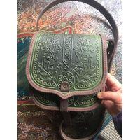 Зеленая кожаная сумка с тиснением Дубовый листок
