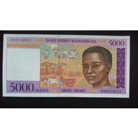5000 франков 1995 года. Мадагаскар. Нечастая. UNC. Распродажа.