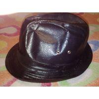 Шляпа кожаная, времён ссср, отошла подклатка, там ещё кусочек газеты ссср
