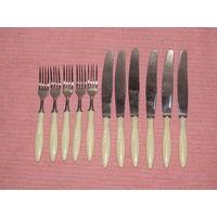 Набор ножей и вилок