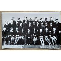 Фото  делегации белорусских олимпийцев, тренеров и спортивных чиновников. Олимпиада 1972 г. Мюнхен. На фото Медведь, Белова, Корбут, Лазакович, Кошель, Едешко и другие. 15х24 см.