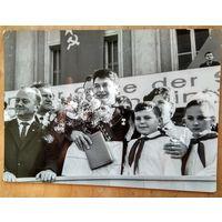 Космонавт Петр Климук в ГДР. Фото 1970-х. 13х18 см.