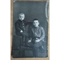 Фото детей. 1930-е. 8.5х13.5 см.