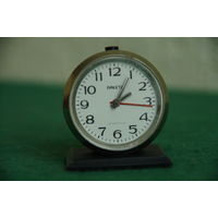Часы мини- будильник  РАКЕТА      все работает    ( высота 5 см )