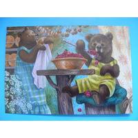 Современная открытка, Сытая Таня, Медвежонок с малиной; 2015, чистая.