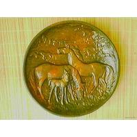 """Большое панно """"Лошади"""" (металл), диаметр 32 см."""