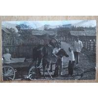 Фото сценки из сельского быта. 5х8 см.
