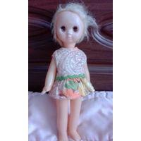 Интересная маленькая куколка ссср с разным цветом глаз