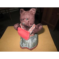 Игрушка мишка (медведица) механическая(машет платком и качает головой) 40-50-е года.СССР