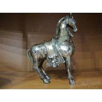 Конь (большой, бронза)