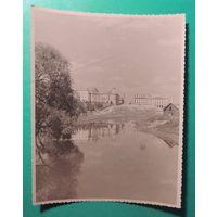 Фото города со стороны реки (Свислочь ?, Минск?), 1940-1950 гг. (14*11 см)