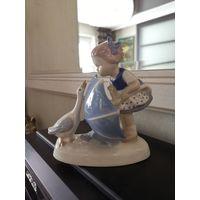 Фарфоровая статуэтка девочка с зонтиком. Графенталь.