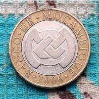 Мозамбик 10 метикалов 2006 года.