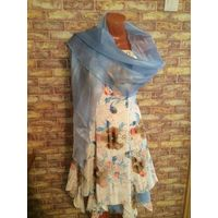 Красивое платье на 40-42 размер , сзади регулируется завязкой. Очень красивое и романтичное. Длина 103 см, длину шлеек подшивала под себя. Отличное состояние. В комплекте шаль красивого голубого цвета