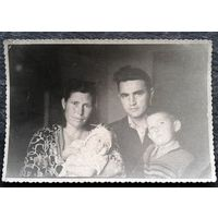 Фото минской семьи. 1953 г. 9х13 см.