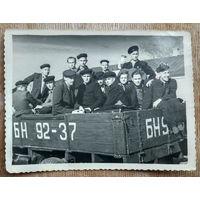 Фото из СССР. На машине на практику. 1952 г. 9х11.5 см