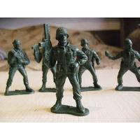 Солдатики.  Американская пехота. 7 штук. Высота 6 см.Цена за всех.