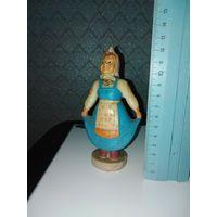 Кукла-болванчик, голубое платье. Качающееся тело.
