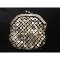 Старинный металлический женский кошелек из плетеного металла.