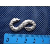 Серебрянная застёжка плаща или пряжки. Змейка.