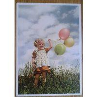 Девочка с воздушными шариками. Германия. дети. 1950-е.
