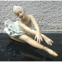 Фарфоровая статуэтка Балерина Лебедь (Лебединое озеро). Валлендорф, Германия.