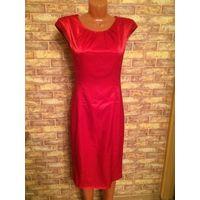 Гламурное ярко-красное платье на 42 размер. Качественнаяя, гладкая ткань, аккуратный фасон. Длина 100 см, ПОталии около 36 см. Обмен не интересует