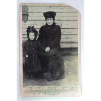 """Фото """"Женщина с ребёнком"""". До 1917г. Размер 11-16.5см."""