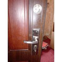 Дверь входная  металлическая 200см на 70см наружная правая