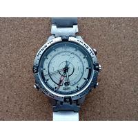 Timex T2N721,оригинал.Компас,индикатор прилив-отлив и др..