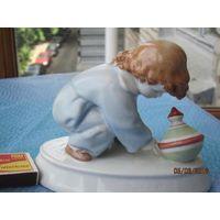 Статуэтка Мальчик с юлой. Венгрия