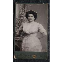 """Фото женщины. Фотография """"Модерн"""". Двинск. До 1917 г. 6х10.5 см"""