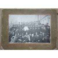 Фото студентов 4 курса лесного отделения Горецкой сельхозакадемии. 1924 г.