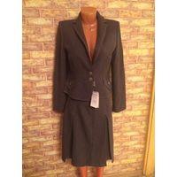Красивый теплый новый костюм серого цвета, Польша, 46 размер. Пиджак длина 59см, талия43см. Юбка поталии 40см, длина 59 см.