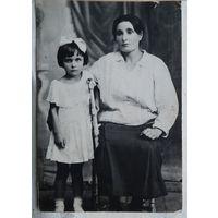 Фото девочки с няней. 1927 г 6х8 см.