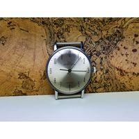 Часы Луч,редкий лучеватый циферблат,тонкие.Старт с рубля.