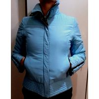 Куртка женская, голубого цвета. Деми. Качественная плащевая ткань. Один слой синтепона. Легкая, хорошо стирается и сохнет.