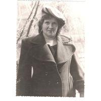 Фото дамы, жены офицера из Группы советских войск в Германии. 1946 г. 10х14 см.