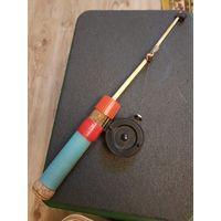 Удочка для зимней рыбалки оснащенная балдой