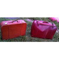 Два больших кожаных чемодана.