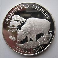 Бутан. 300 нгултрумов 1993 Овцебык. Серебро (107)