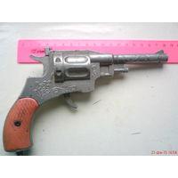 Игрушка револьвер из СССР