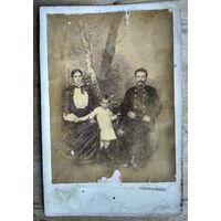 Семейный студийный фотопортрет. До 1917 г.