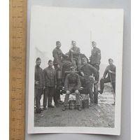 Групповое фото Немецкие солдаты на хозяйственных работах Германия WWII вид 2