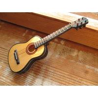 Игрушка гитара для куклы