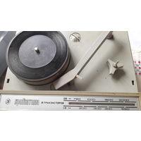 Портативная радиола 1969года выпуска Бригантина .редкая.
