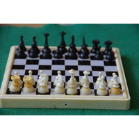 Шахматы дорожные магнитные( доска 13 х 13 )