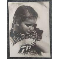 Фотооткрытка. Девочка и часики. 1950-е. Подписана.