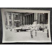 Фото машин на улицах зарубежного города. 1960г.? 9х12 см.